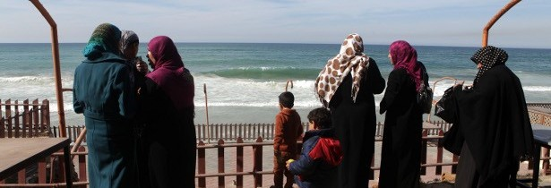 Frauen am Strand in Gaza, Foto Anne Paq activestills, Februar 2013